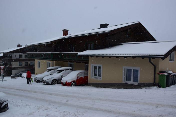 Haus Andre im Winter Seitenansicht